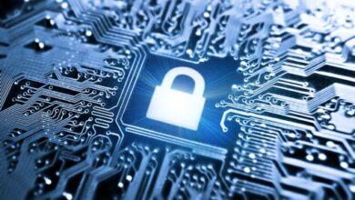 Image du concept de cryptage des données, verrouillage sur le circuit imprimé