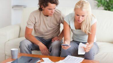 Couple confronté à des factures de câble élevées