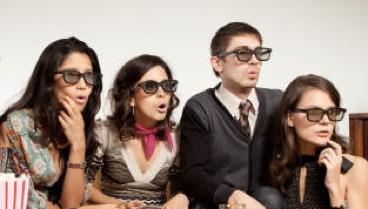 les gens qui regardent la 3D