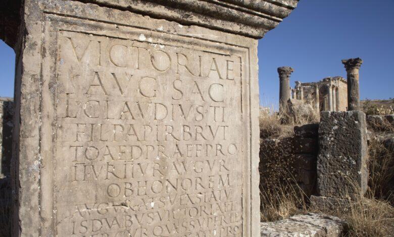 Les polices de caractères romaines proviennent en fait de la Rome antique